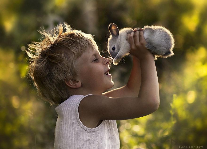 cool-animal-children-photography-Elena-Shumilova-kid-bunny