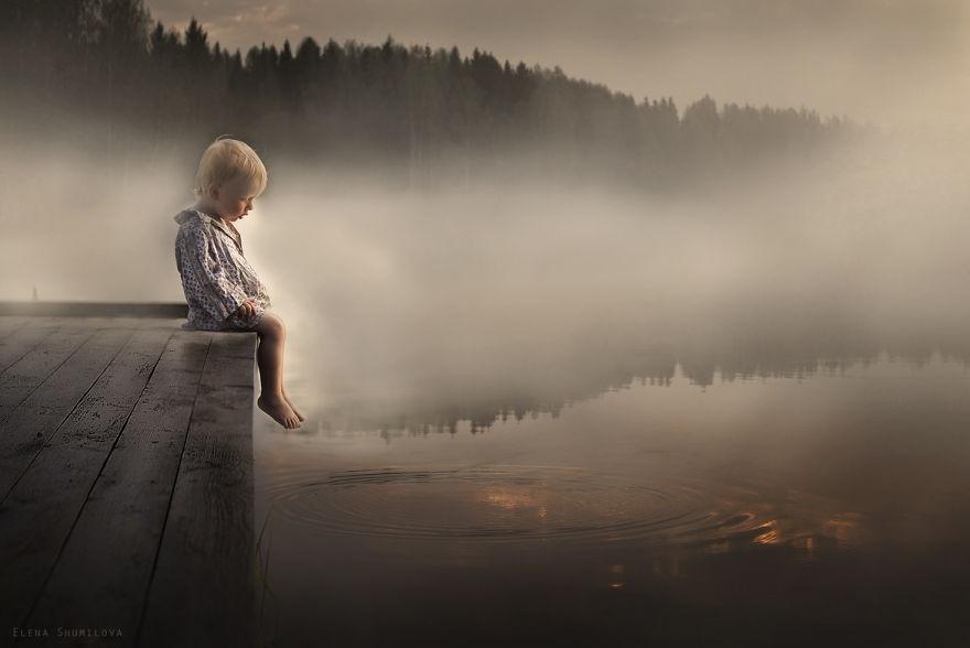 cool-animal-children-photography-Elena-Shumilova-lake