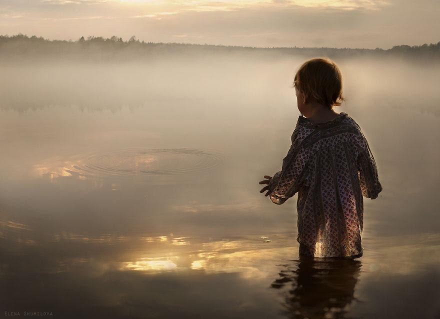 cool-animal-children-photography-Elena-Shumilova-magic-lake